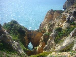 Felsspalten an der Ponta de Piedade